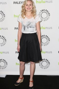 Actress Alison Pill looks casual in a T-shirt, skirt and mid-heel espadrilles.
