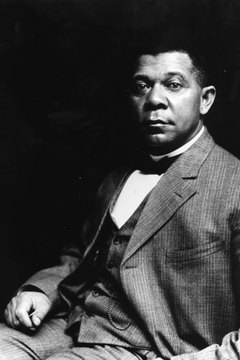 Booker T. Washington gave public support to Southern racial segregation.