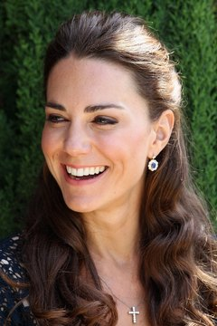 Kate's polished eyebrows are thick and natural.