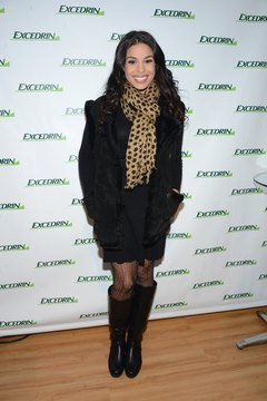 """American Idol"" winner Jordin Sparks expertly pairs a leopard scarf with an all-black ensemble."