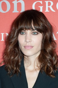 Get Alexa Chung's effortless, wavy look with this blow-dry technique.