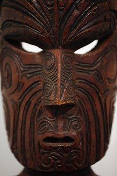 Maori artisans also engraved moko patterns on their wooden statues.