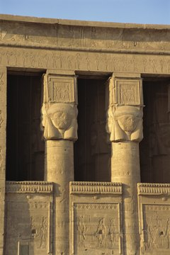 Many pharaonic ruins are buried in Egypt.