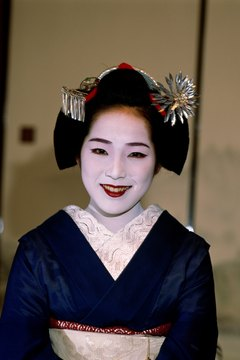 Try the geisha look at your next costume party.