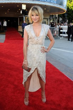 """Dianna Agron sports a messy, short bob at the premiere of """"Glee: The 3D Concert Movie."""""""