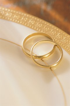 Muslim men may not wear gold wedding rings. Many opt for platinum or steel options instead.
