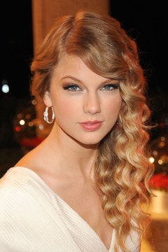 Give your hair a break from the heat and still leave the house with curls like Taylor Swift's.