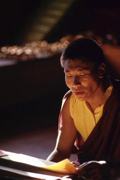A Buddhist monk must remain devoted to learning and practicing the Buddha's teachings with no attachment to the outside world.
