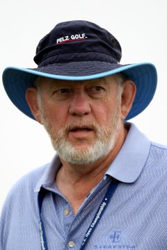 Dave Pelz is the best-known teacher of the square-to-square putting method.
