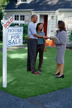 Turn to mortgage and real estate pros when buying a home.