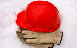 La comunicación de peligros conocidos es un ejemplo de una norma de gestión de seguridad de la pequeña empresa.