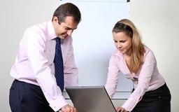 Las evaluaciones del desempeño ofrecen una oportunidad para que puedas ofrecer información a tus empleados.