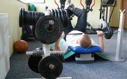 Algunos clientes se unen a gimnasios para acceder a las pesas.