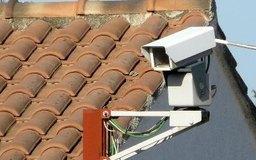Los dueños de negocios cada vez llenan sus negocios con más equipamiento de cámaras de seguridad para vigilar a los empleados.