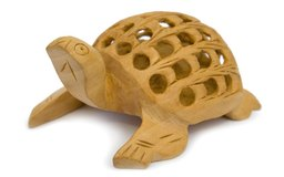 Puedes hacer juguetes de madera para que parezcan animales, edificios o personas.