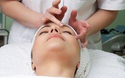 Los spa de día tienen varios tratamientos faciales de esteticistas calificados.