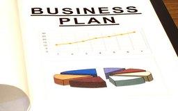La mayoría de los prestamistas requieren un plan de negocio para los préstamos comerciales.