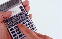 Calcula el precio en el mercado por cada parte de las acciones ordinarias para que te ayude en tu decisión de inversión.