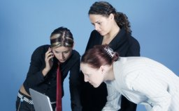 Conoce las ventajas de una estructura organizacional híbrida.
