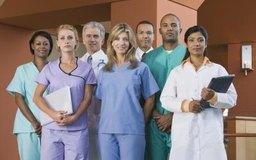 Las profesiones médicas se centran alrededor de los doctores, pero incluyen muchas otras carreras.