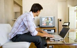 Conecta tu portátil a la televisión para trabajar o para jugar.