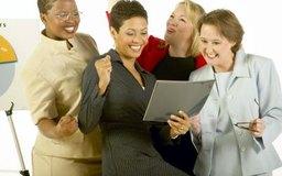 Los ejercicios de trabajo en equipo podrían incluir tareas de trabajo importantes.