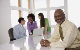 El CEO de una pequeña empresa puede tener contacto diario con el personal.