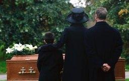 Los directores funerarios deben tratar a los familiares del difunto con compasión.