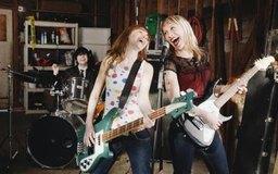 Los profesionales de la música rock convierten a las bandas de garaje en bandas de rock populares.