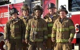 Los bomberos ganan salarios anuales de clase media.