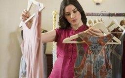 Los compradores de ropa a menudo pronostican qué estilos serán probablemente los mejores vendidos en dos o tres años.