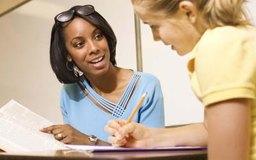 Los consejeros ayudan a los estudiantes a conseguir sus objetivos.