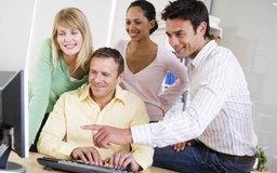 Las buenas habilidades de comunicación en el trabajo mejoran la productividad de los empleados.
