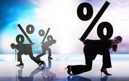Para anualizar una tasa de interés mensual del 1%, multiplica por 12 meses.