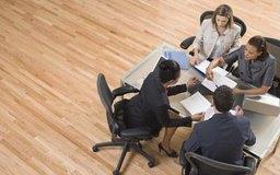 El proceso de auditoría implica la recopilación de información y la formulación de un informe.