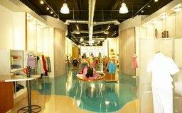 Los pequeños distribuidores al por menor pueden más fácilmente aceptar vender tu línea de ropa.