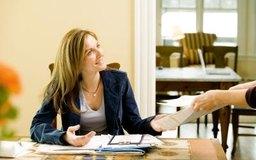 Una asistente administrativa necesita buenas habilidades de organización para priorizar sus tareas.