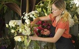 Los floristas a menudo reciben capacitación durante el trabajo.