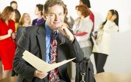 Una entrevista realizada para contratar a un director ejecutivo suele durar una hora, durante la cual la junta le hace al candidato cuatro o cinco preguntas eficaces.