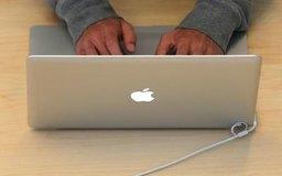 Al restaurar la MacBook restableces la computadora a la configuración de fábrica.