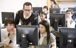 Contribuye a la actualización de los empleados que trabajan en las empresas de tu ciudad abriendo una escuela de cómputo.