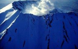 Los vulcanólogos son científicos de la Tierra que estudian los volcanes en la Tierra y otros cuerpos planetarios.