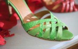 Comienza tu propia marca de zapatos en línea usando entregas directas para enviar tus productos.