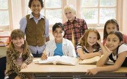 Los trabajos de clases implican dar instrucciones directas a grupos y alumnos individuales.