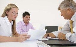 Los asesores frecuentemente hacen énfasis en problemas de fondo al revisar datos financieros.