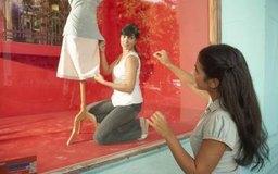 Las exhibiciones de vitrinas o maniquíes son ejemplos de marketing en el punto de compra.