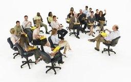 ¿Cuál es la importancia de establecer y asignar responsabilidades para los miembros de un equipo de proyecto?