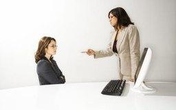 Una reprimenda escrita puede seguir a una reprimenda verbal.