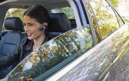 Los auriculares Bluetooth ofrecen una forma más segura de comunicarse sin ocupar las manos.
