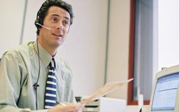Contrata gerentes de entrevistas para una entrevista por teléfono para seleccionar a los candidatos.